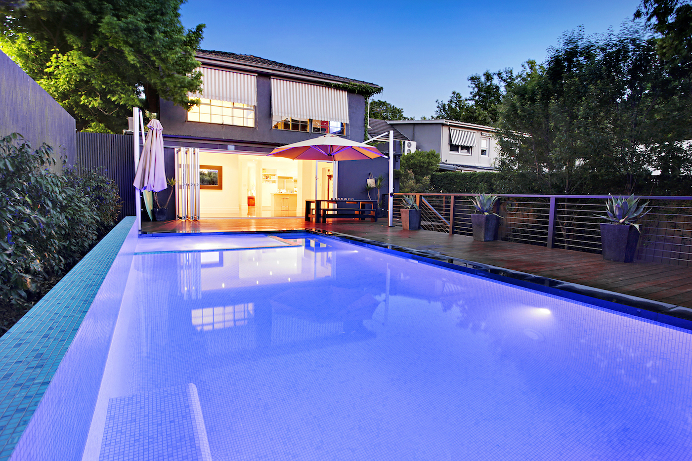 Led Pool Lighting Quick Guide To The Pros And Cons