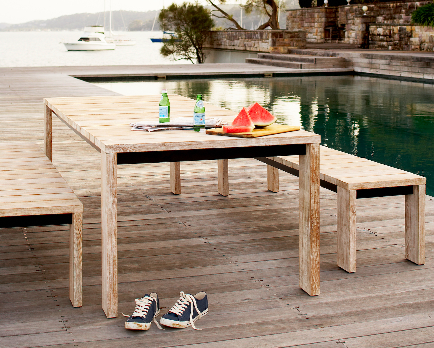 Our Jan Juc® dining setting provides easy, casual poolside living