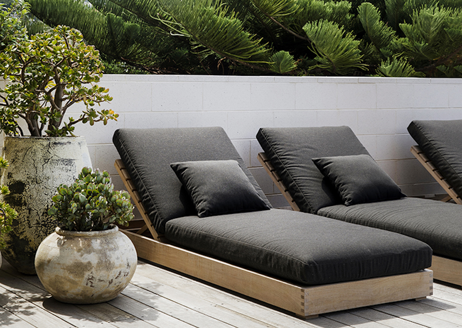 Our Burleigh Daybeds are generously proportioned for ultimate poolside comfort
