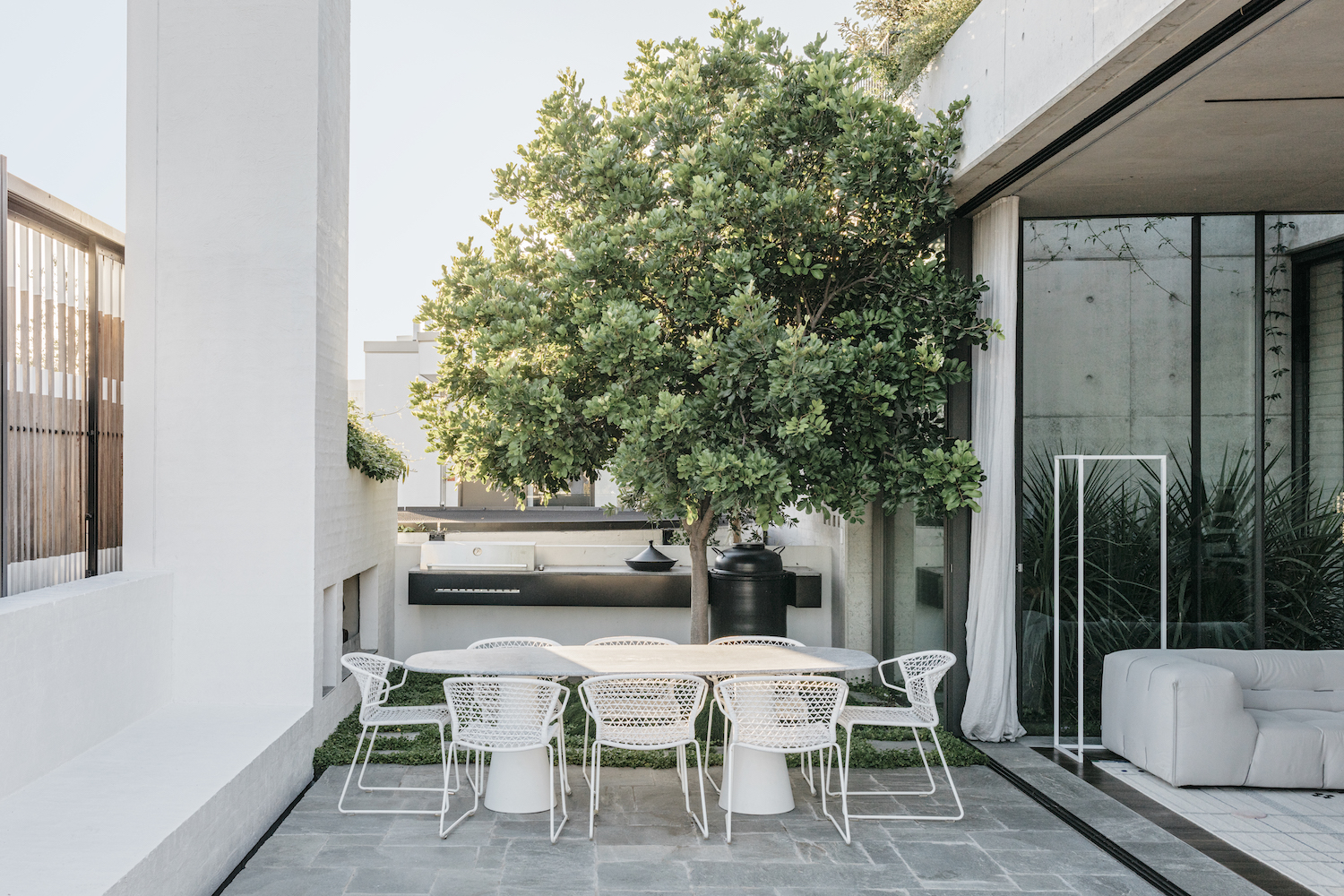 A rooftop oasis that seamlessly transitions from the interior space